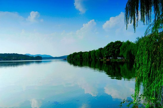 乘车前往西湖风景区【漫步游西湖】游览阴晴雨雪,风韵万千的西子湖