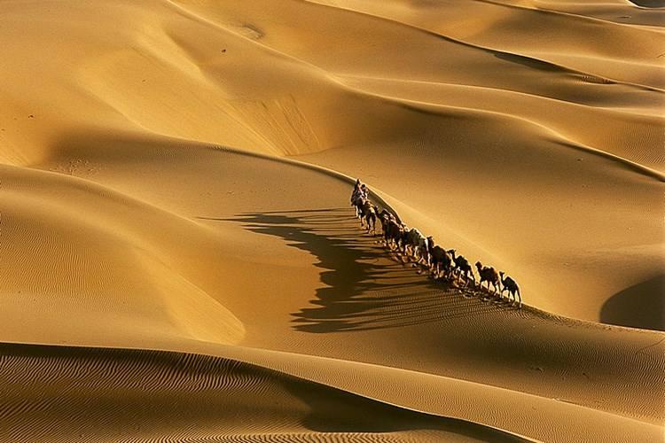 新疆、天山天池、鄯善、库木塔格沙漠、吐鲁番杏花、火焰山、坎儿井、千回西域双飞5日