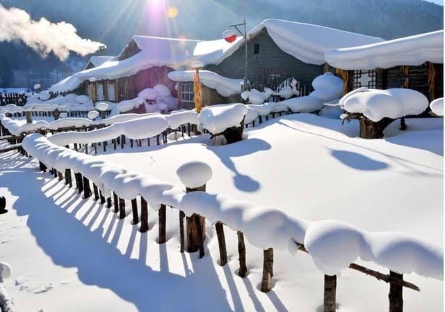 【一价全含·不带钱包的旅行】冰城哈尔滨、中国第一雪乡、亚布力滑雪3小时、雪地摩托、马拉爬犁、梦幻家园+二人转、伏尔加庄园、雪乡寒地温泉、乌苏里船歌冬捕直飞5日