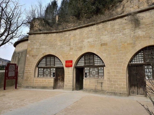 西安兵马俑、古城墙、黄帝陵、壶口瀑布、延安双飞5日游