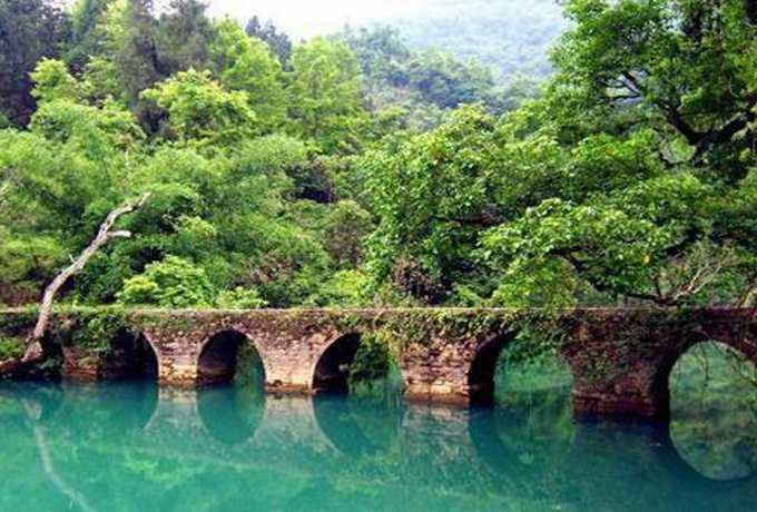 (春节)荔波小七孔、西江苗寨、黄果树瀑布、青岩古镇五天高铁团