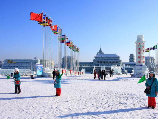 冰城哈尔滨、伏尔加俄式庄园、激情亚布力滑雪、泡寒地温泉、中国童话雪乡、篝火晚会、当地特色美食直飞5日游
