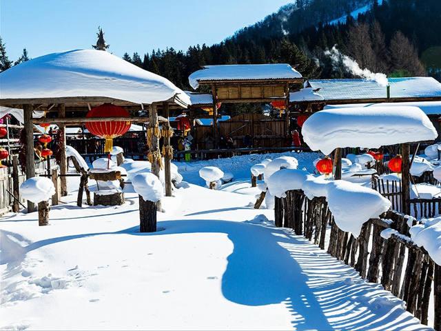 【冰雪大世界·亲子互动】冰城哈尔滨、亚布力滑雪、马拉爬犁、童话雪乡、伏尔加庄园、高山滑雪圈、手绘套娃、制作西餐奇妙亲子5日游