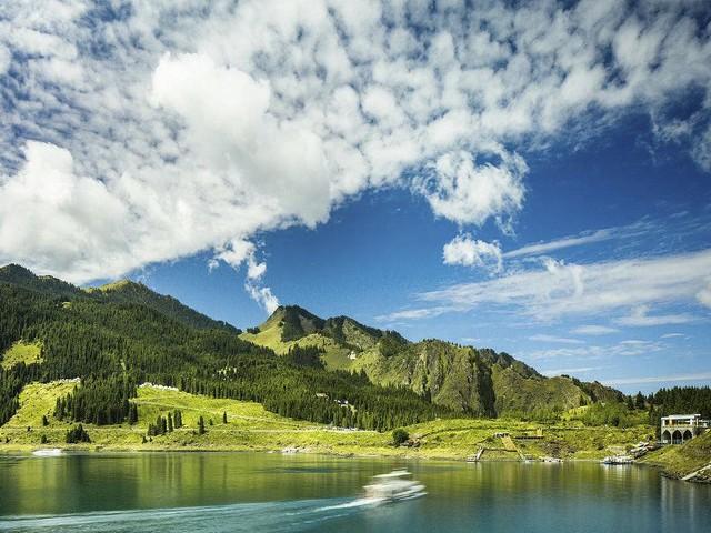 新疆、奎屯大峡谷、赛里木湖、吐尔根杏花沟、那拉提大草原、大西沟福寿山、天山天池、野马古生态园、吐鲁番双飞8日游