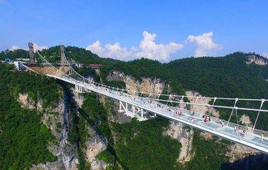 A1线:长沙、张家界森林公园、云天渡玻璃桥、芙蓉镇、凤凰古城四天高铁团