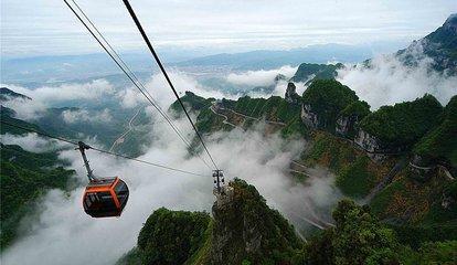 A4线:长沙、天门山、云天渡玻璃桥、芙蓉镇、凤凰古城四天高铁团