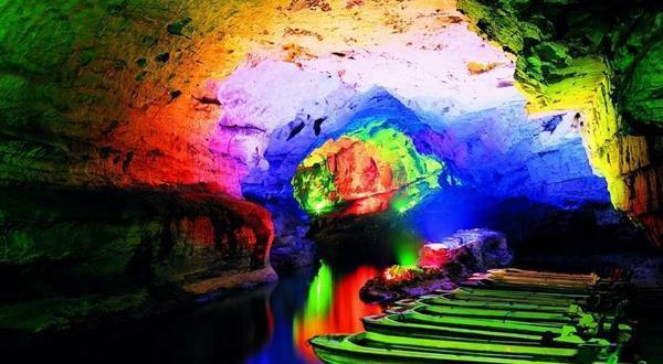 A1长沙·韶山·天门山(玻璃栈道)天门洞·大峡谷+玻璃桥C线· 地下明珠黄龙洞、烟雨张家界表演·凤凰古城高铁4日游