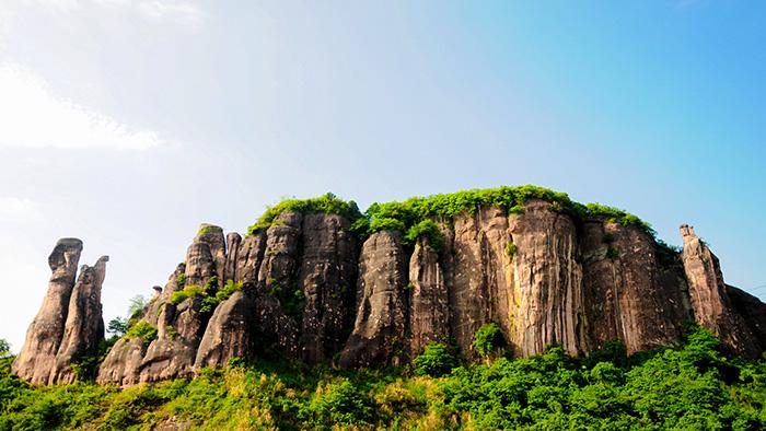世界自然遗产丹霞山、阴阳石、南华寺、风采楼百年东街2天游