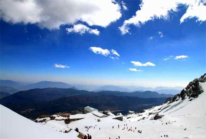 香格里拉最美普达措国家森林公园、艳遇丽大独三古城、纳西爱情圣地玉龙雪山双飞6天游